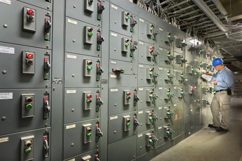 开关室,顾名思义,就是控制各种电源开关的地方。